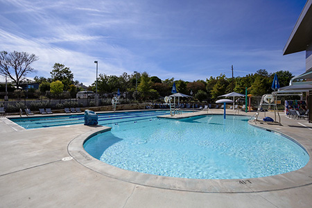 Photo of the outdoor pool at the White Rock YMCA
